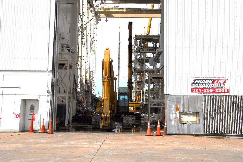 A Cat 330CL with LXP-300 shear sitting in air lock area and Cat 365 UHD sitting in platform area.