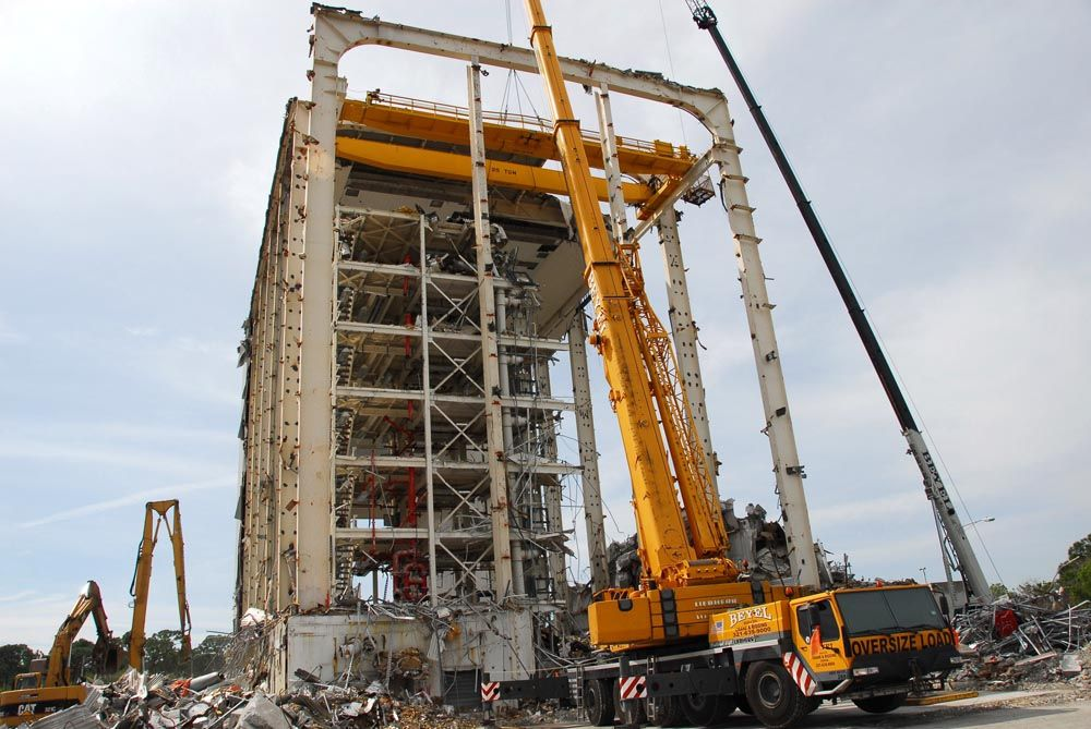 Two bridge cranes, 25 tons (22.5 t) and 12 tons (10.8 t), were linked in order to provide a lift capability of 35 tons (31.5 t).