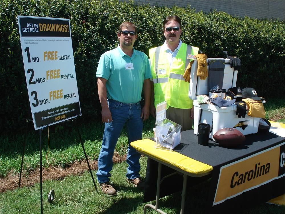 Bret Arnold (L) of Yates Construction in Stokesdale, N.C., and Vic Morris of Carolina CAT talk about the event prizes.