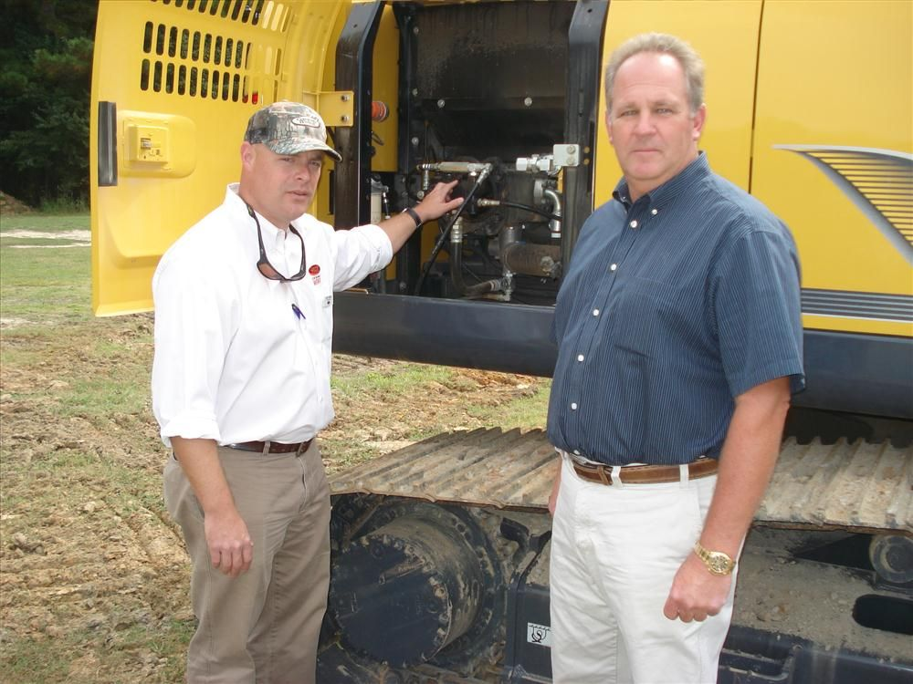 J.T. Thomas (L) of Company Wrench and Scott Furr of South Atlantic Grading in Wrightsville Beach, N.C., talk about Kobelco machines.