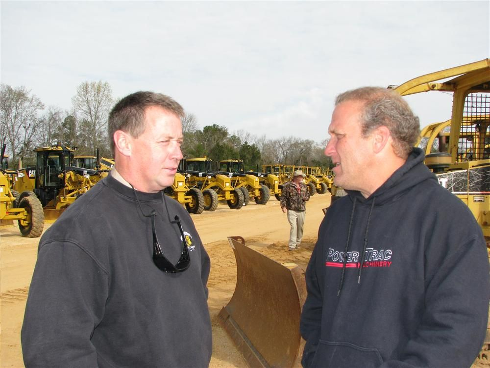 Discussing some machines of mutual interest are Bill Woods (L) of Woods Equipment Company, Nashville, Tenn., and Rob Udelson, PowerTrac Machinery, Miami, Fla.