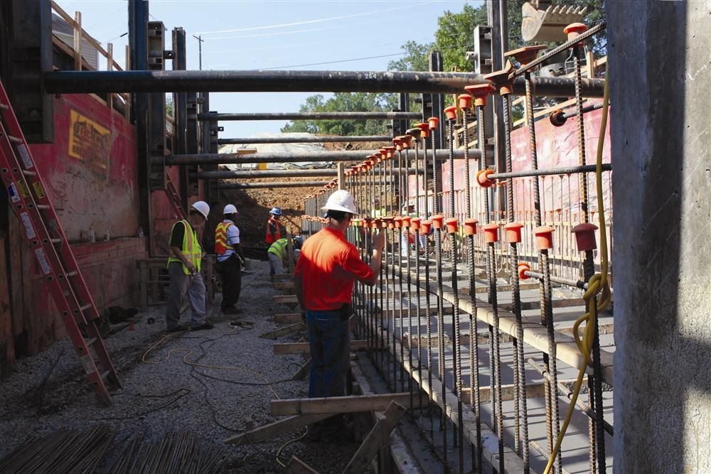 Efficiency recommended a five-bay, Linear Multi-Bay Configuration, which provided a long and wide working area to cast-in-place the large culverts.