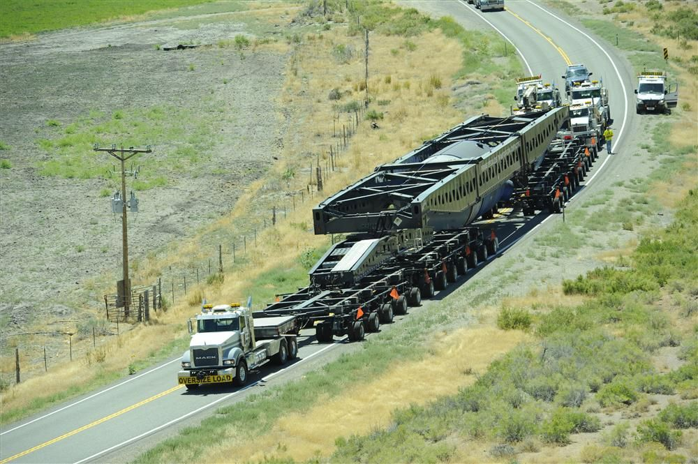 The 400-ton capacity trailer features 48 independent axles, which allows the trailer to operate independently and make 90-degree turns.