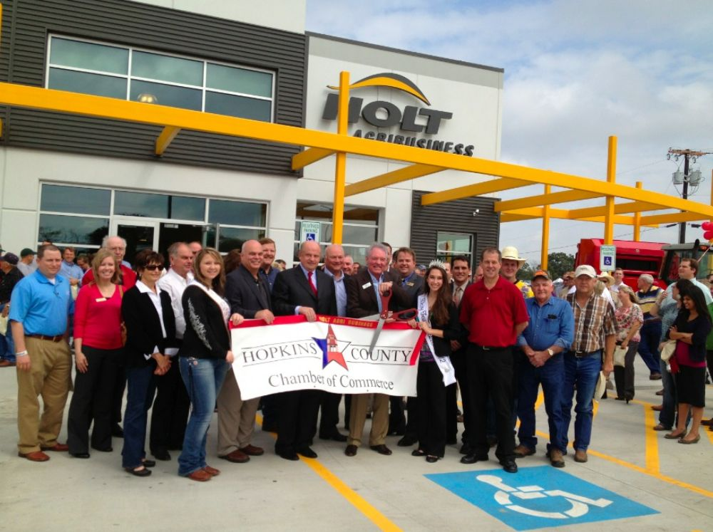 The event featured a ribbon-cutting ceremony and remarks from Holt CEO Peter M. Holt, President, Chief Operating Officer Allyn L. Archer and Holt AgriBusiness GM Paul Westbrook.