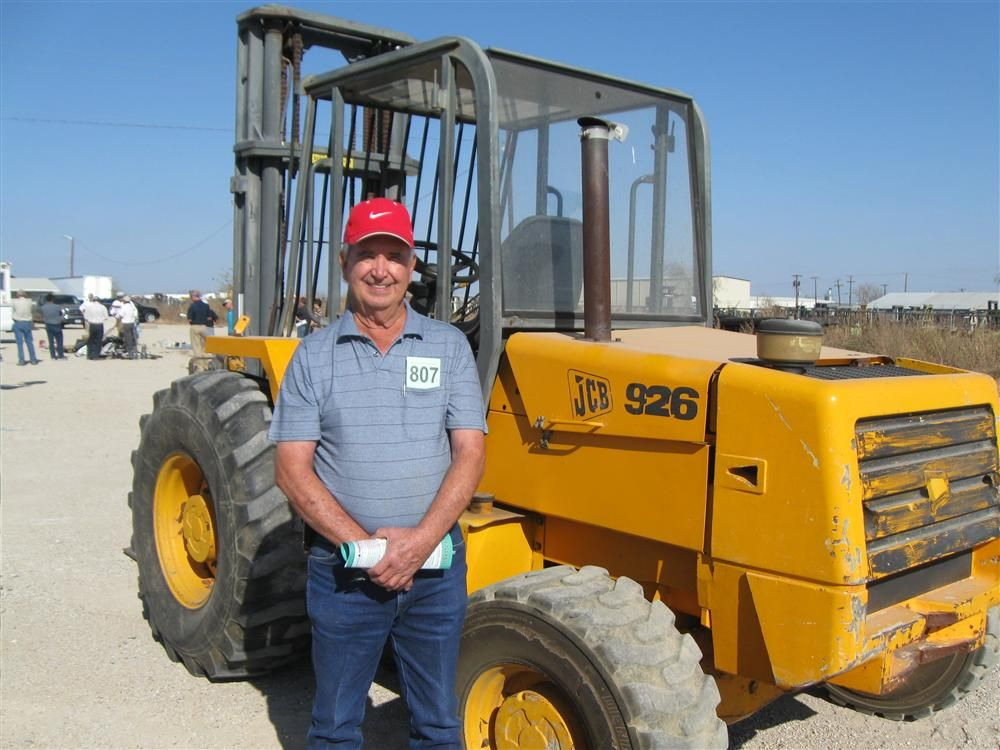 Dale Spivey, Reata Trading in Comanche, Texas, just gave this JCB 926 rough-terrain lift truck a good examination.