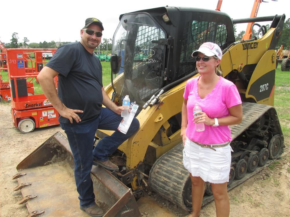 lyon auction son hosts late model sale in houston story id 25719 construction equipment. Black Bedroom Furniture Sets. Home Design Ideas