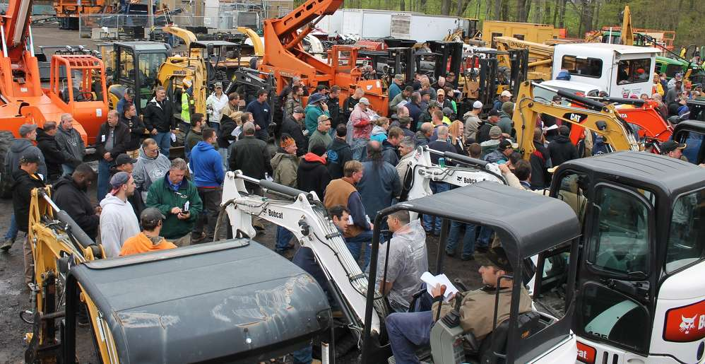 The dreary cold weather didn't prevent the crowd of more than 800 onsite bidders from staying all day. The energy was high, and they were ready to buy.