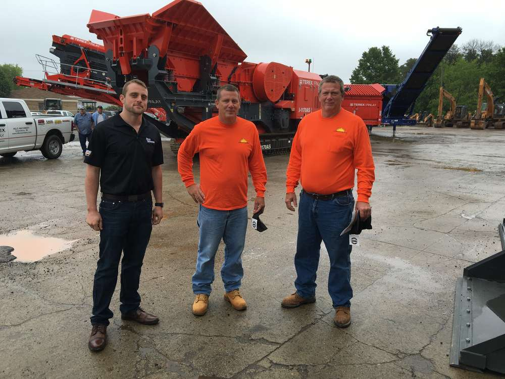 Steve Burleyson (L), Blythe Construction, and Cameron Waugh, Hills Machinery.  Blythe Construction just took delivery of a similar Gradall Machine.