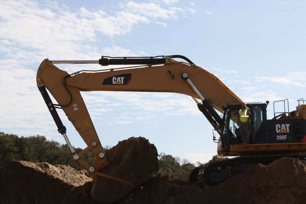 Gary Pink of Pink Grading performs the maiden dig of the Cat 390F excavator.