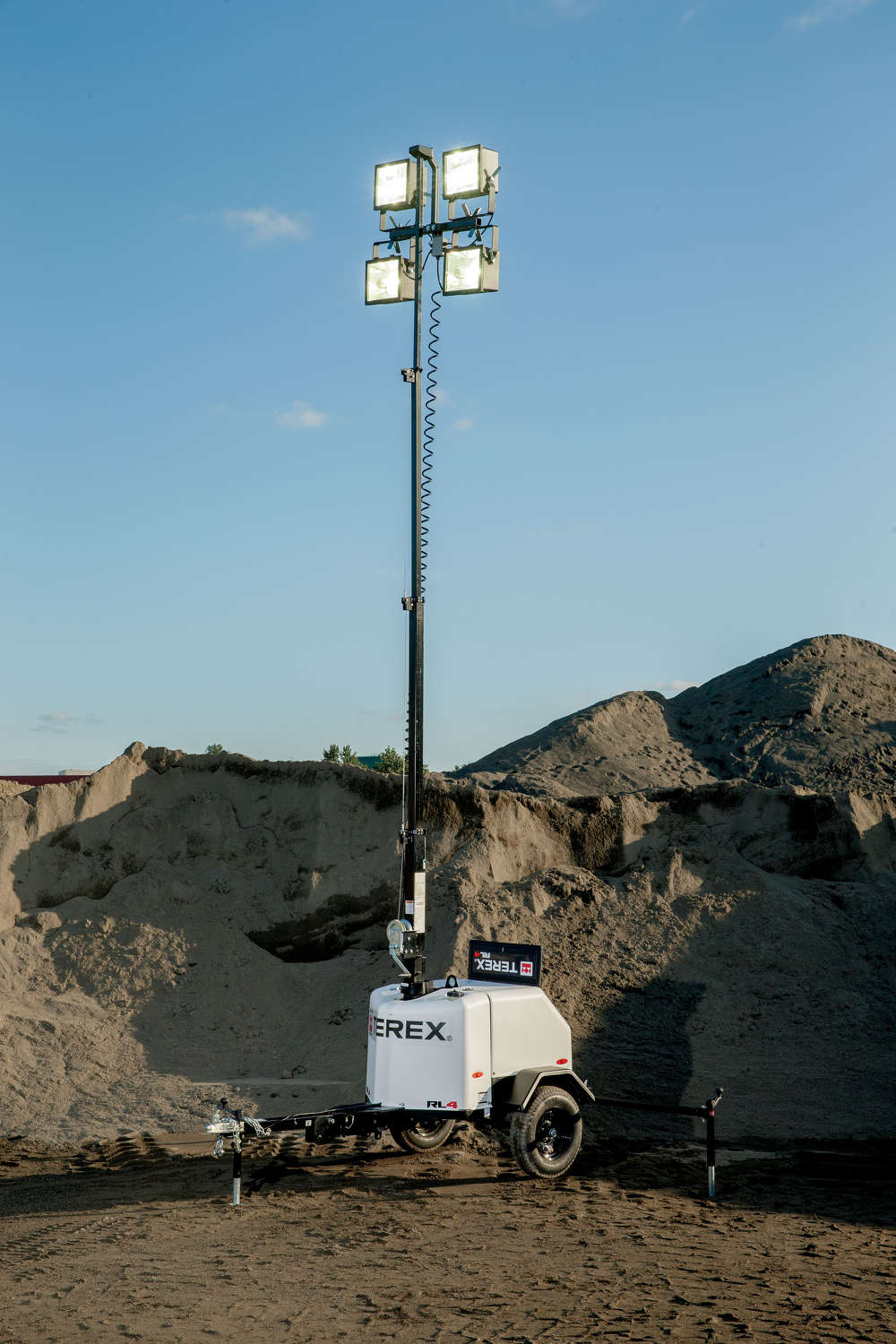 Its 359 degree non-continuous tower rotation allows for pinpoint light positioning and the compact size of the RL4 enables transportation of up to 17 units per 48 ft. (14.6 m) trailer.