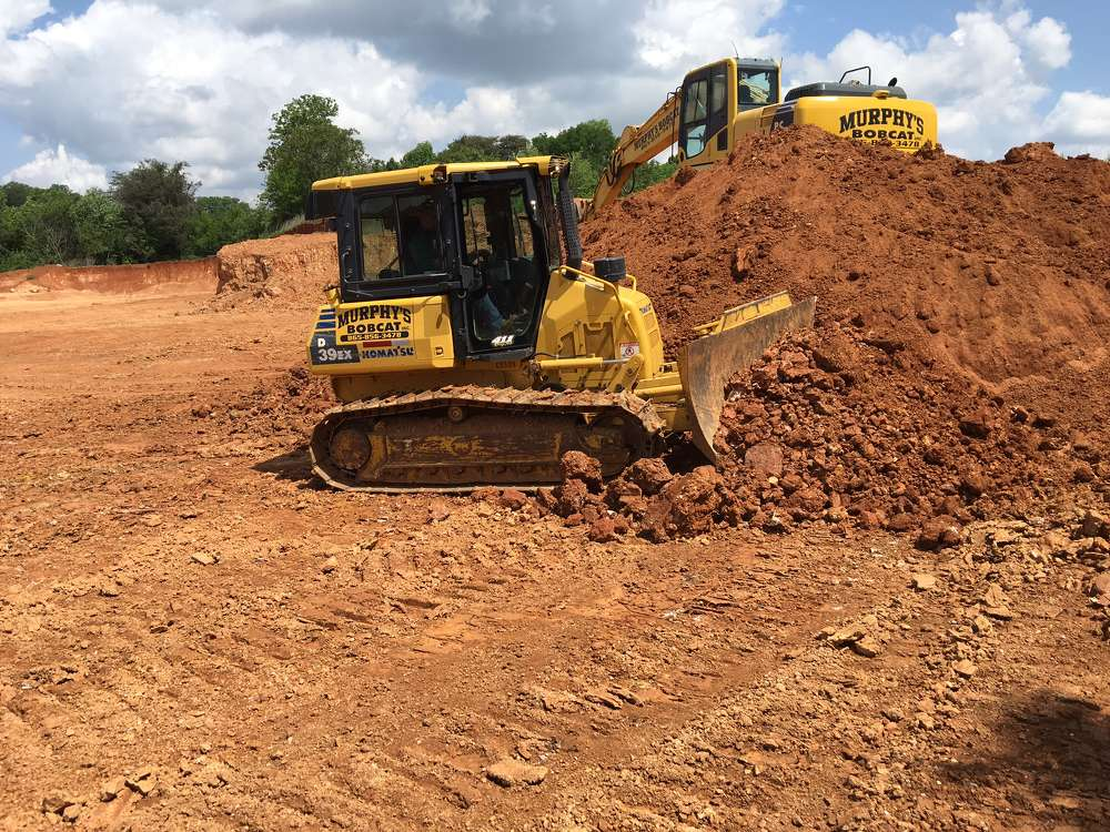 Through Power Equipment, Murphy bought a Komatsu PC200LC-8 hydraulic excavator, which he described as displaying an impressive amount of brawn in its work.