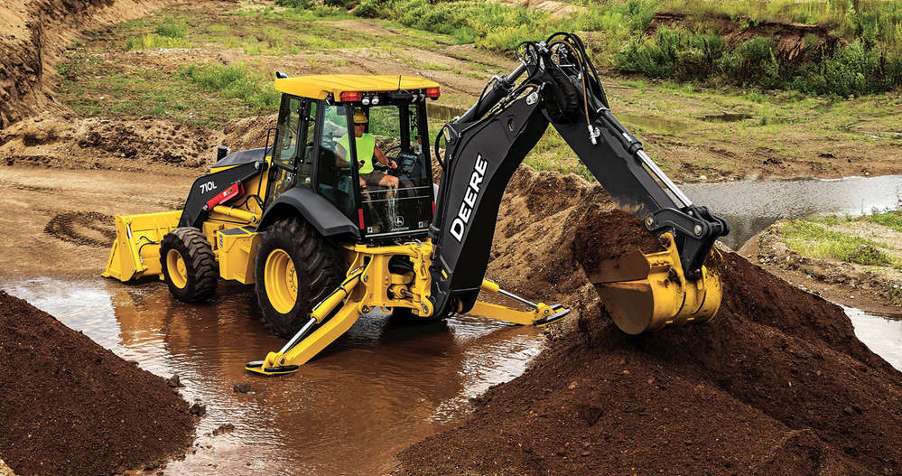 The 710L offers a robust 17-ft. 3-in. (5.3 m) dig depth, the largest in the John Deere portfolio, and it is ideal for loading trucks, placing pipe, digging trenches, breaking up concrete or asphalt and moving materials.