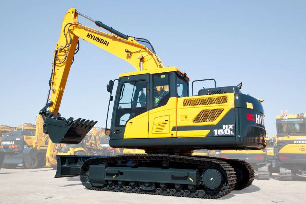 The 17.6 ton (16 t) HX160L excavator from Hyundai Construction Equipment Americas features new technologies that make the operating experience more comfortable, more ergonomic and more user-friendly.