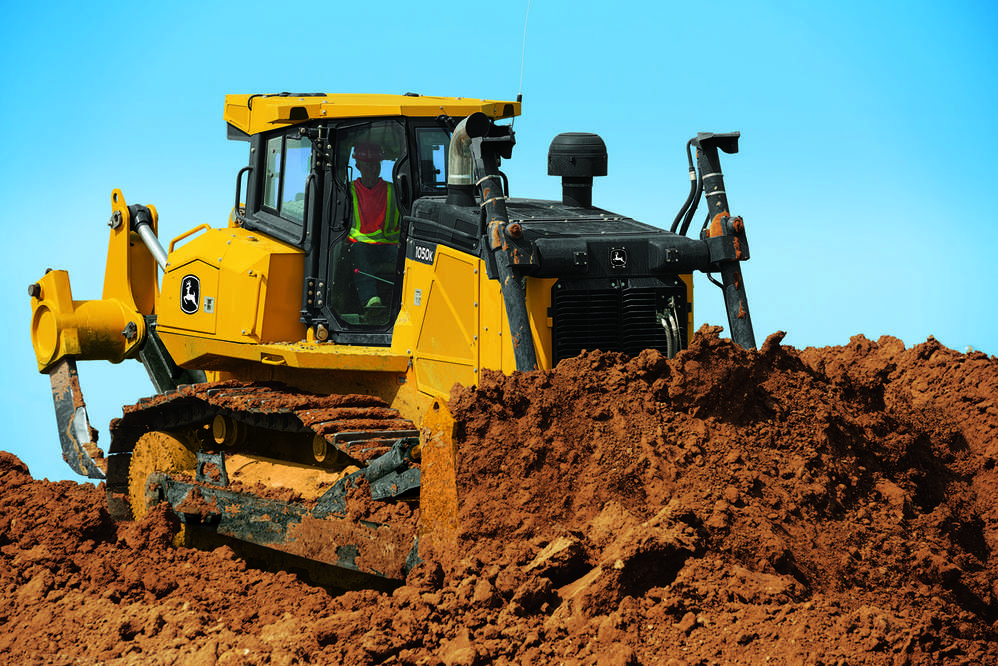 The John Deere 1050K Crawler Dozer is a production-class machine built to emphasize strength, toughness and durability.