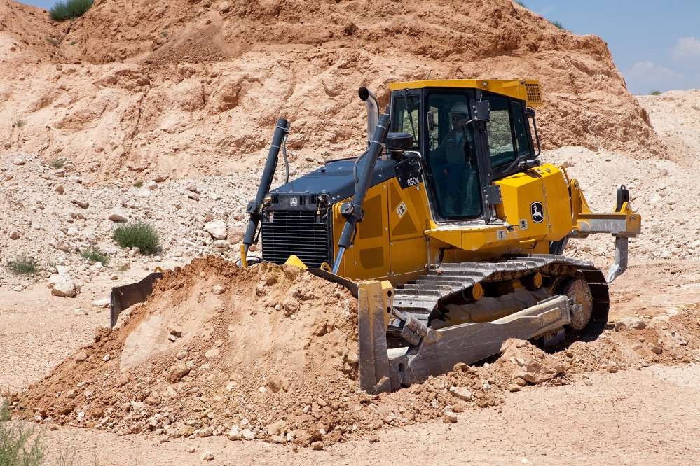 The John Deere 850K Crawler Dozer boasts more power and weight for increased productivity and an EPA Final Tier 4/EU Stage IV diesel engine for work in non-attainment areas.