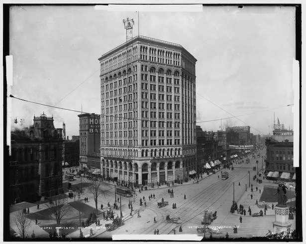 Library of Congress photo. Detroit, Mich., had as many as 122 towers lighting up the city by the early 1900s.