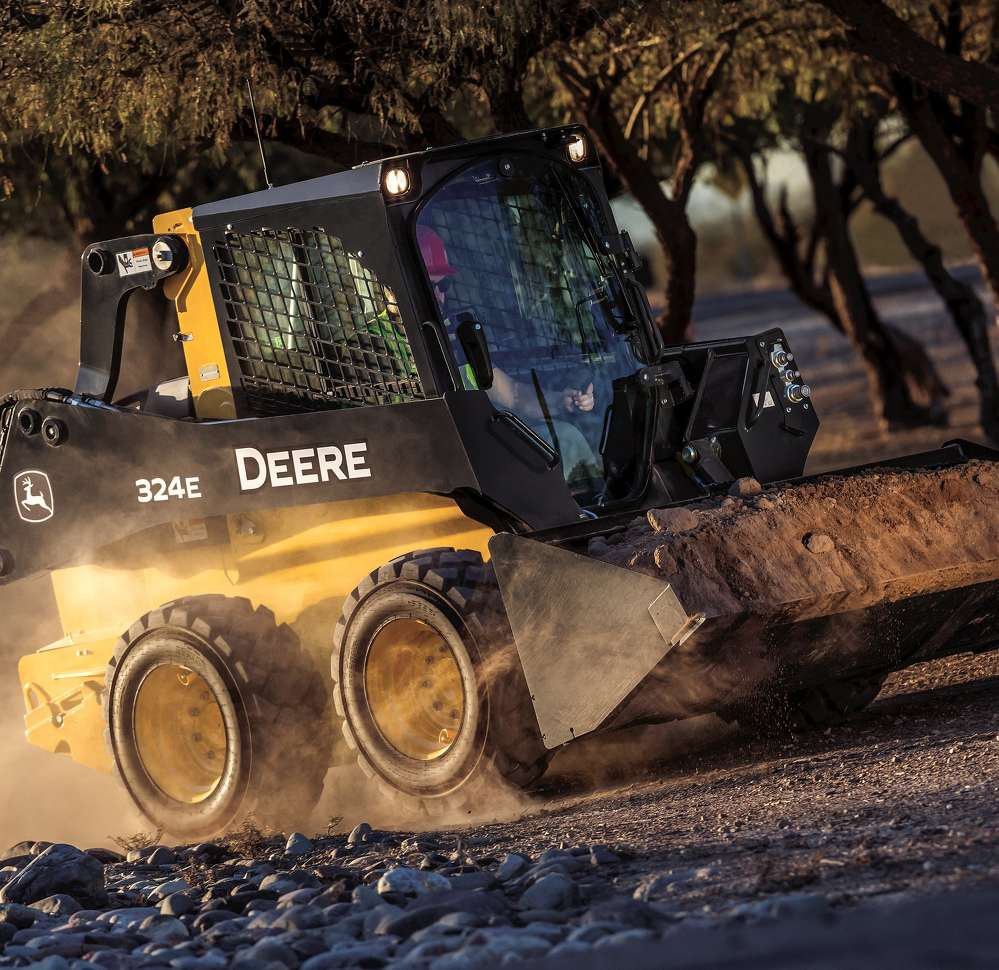 The 324E skid steer is the newest addition to the mid-frame E-Series line of skid steer loaders and compact track loaders.