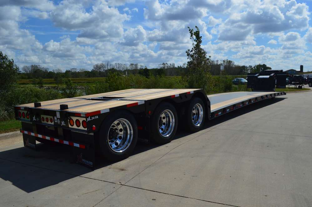 Featuring a loaded deck height of 12 in. (30.5 cm) with 4 in. (10 cm) of ground clearance and an empty weight that easily allows scaling to maximum payload, the XL Mini-Deck HDG is now available with a capacity rating of 80,000 lbs. (36,287 kg) overall and 80,000 lbs. in 16 ft. (4.8 m) concentrated.