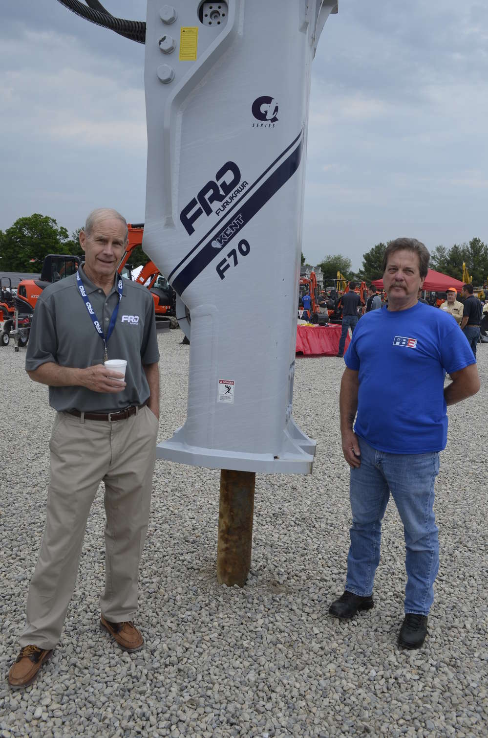 Fritz Muench (L) of Furukawa (Kent hammers) discusses some of his breakers' newest features with Mike Bodnar of Pine Bush Equipment.