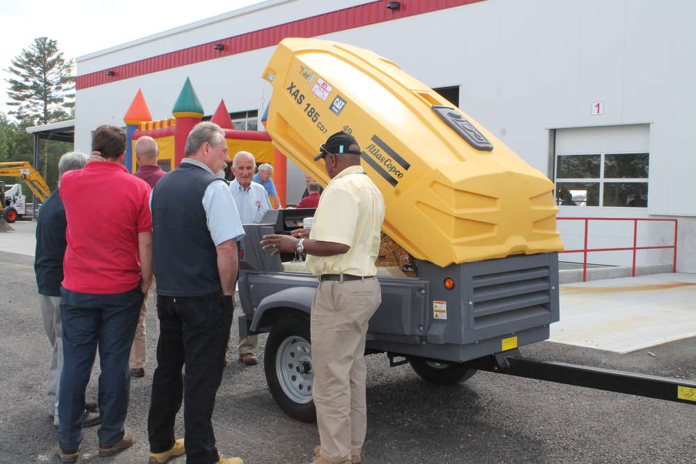 Eudes Defoe, mid-Atlantic regional channel manager of Atlas Copco, demonstrated the new XAS 185 portable generator.