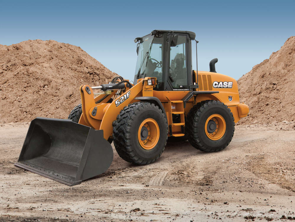 Case's 521F wheel loader delivers 131 net peak horsepower with an FPT Tier IV Final-certified engine that also provides quick throttle response and impressive torque. The 22,948-lb. (10,409 kg) wheel loader has a bucket breakout force of 19,303 lbs. with 2.3-cu.-yd. (1.7 cu m) bucket capacity.