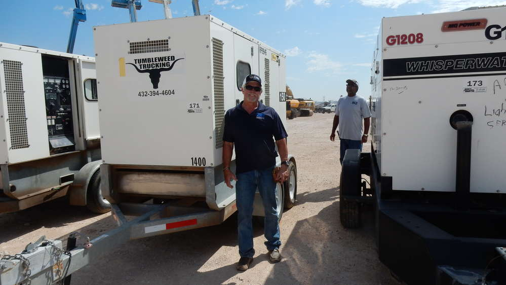 Gary Coburn, G & M Enterprises, Homer, La., inspects a 2011 Sullair NPS-P-150 portable generator during the auction.