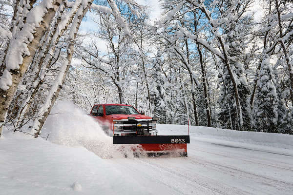 The municipal-grade 9' Heavy-Duty plow allows you to punch through hard-packed banks with power and performance.