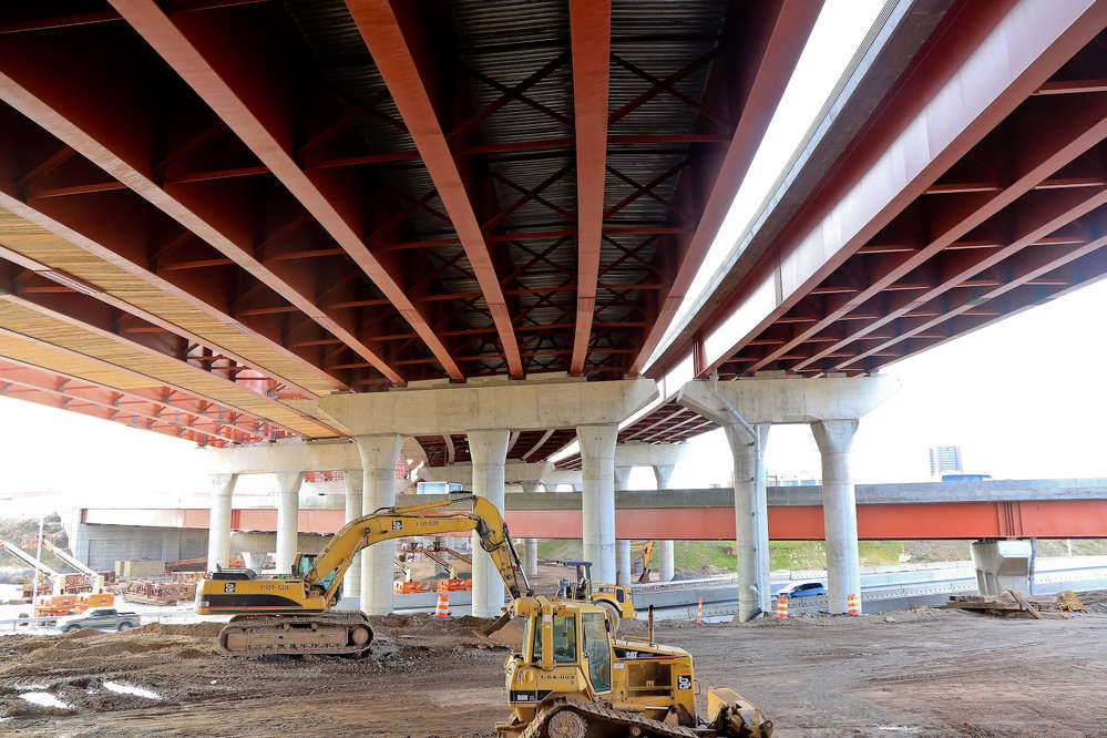 O&G Industries Inc. photo. The main challenge for the project was to build a new interchange on the footprint of the existing interchange and simultaneously accommodate the traffic.