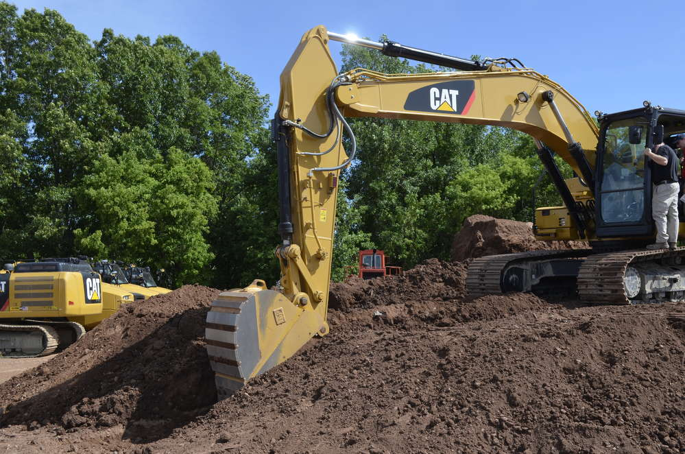 The new Cat 323F is equipped with Cat Grade Control Depth and Slope, which delivers 2D bucket tip elevation guidance to the cab to create precise slopes with ease.  Integrated joystick buttons help operators make quick adjustments to maintain consistent grades.