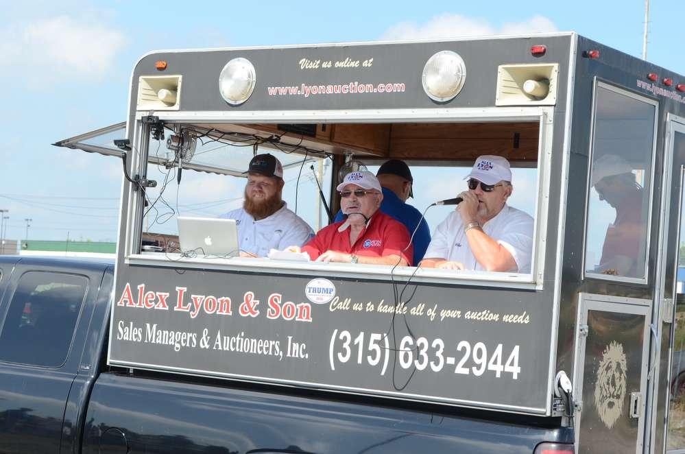 Jack Lyon (C) helms the Alex Lyon & Son auction at the Atlantic City Race Track.