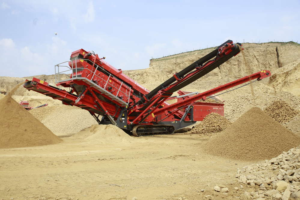 >The Terex Finlay 674 is a highly versatile and adaptable machine engineered and built for working in quarrying, mining, construction and demolition debris, topsoil, recycling, sand, gravel, coal and aggregate applications.