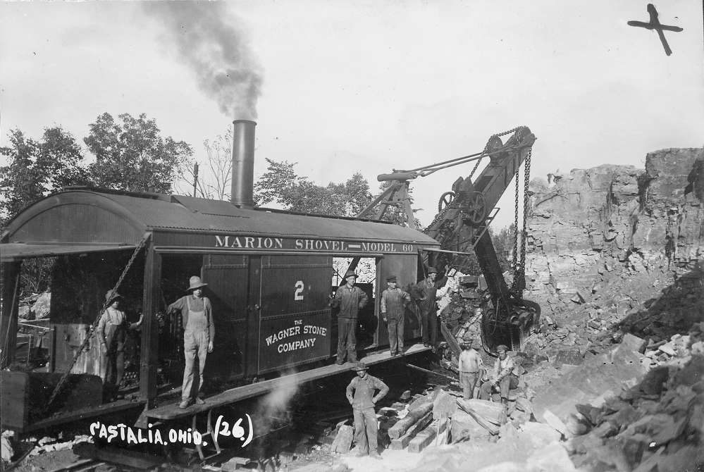 http://drc.ohiolink.edu/ photo. In 1835, the steam-powered dipper shovel was created and used to dig through hard soil and rocks in mines.