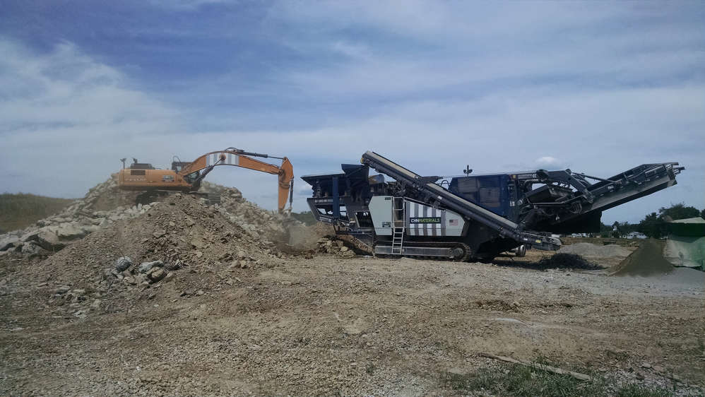 The Kleemann Mobirex MR 110 Zi has the ability to process blasted natural stone, asphalt and demolition waste while creating a first-class end product.