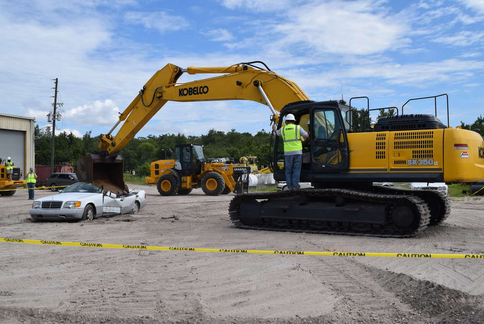 The main event featured four members of the club using a Kobelco SK350 excavator to crush either a Jaguar or Mercedes Benz.