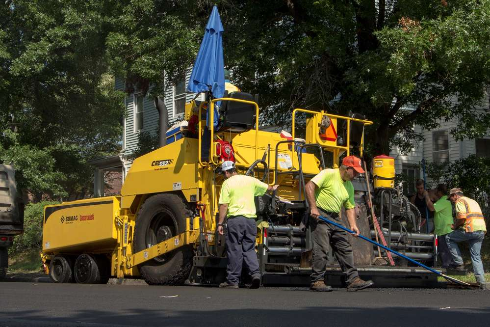 The Cedarapids CR400, CR500 and CR600 series pavers come standard with BOMAG Telematic.