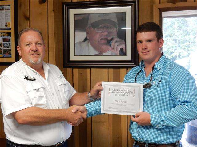 Zach Hodge (R) receives the George W. Martin Memorial Auctioneer Scholarship from Jeff Martin, president/CEO of Jeff Martin Auctioneers.
