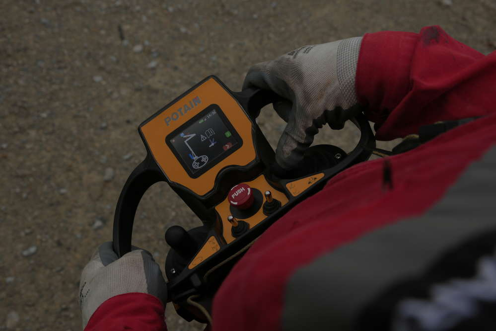Operator efficiency is maximized through Manitowoc's new radio remote control unit.