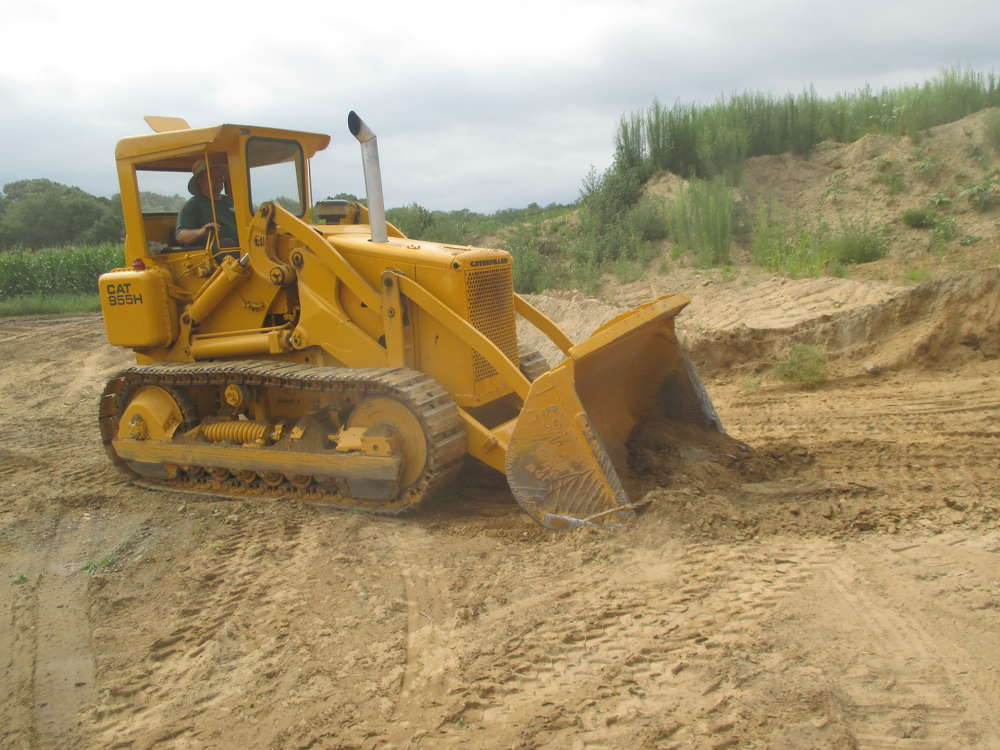 Artie Cafferelli of Cannizzo Brothers Construction Inc., Lexington, Mass., demonstrates a 1966 Caterpillar 955 H earthmover.