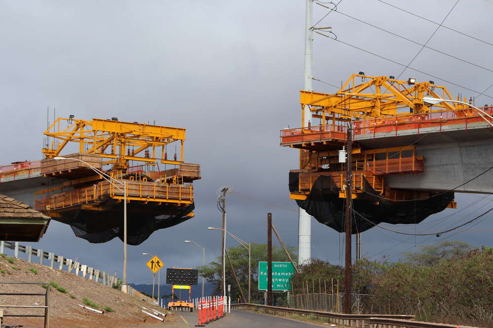 Honolulu Transit photo. Two ends of the Balanced Cantilevered Guideway are suspended over Farrington Highway.