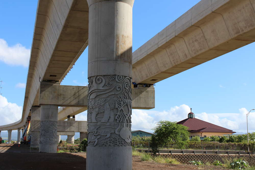 Honolulu Transit photo. Aesthetic columns now hold guideway spans at the East Kapolei Station (11.4.2015).