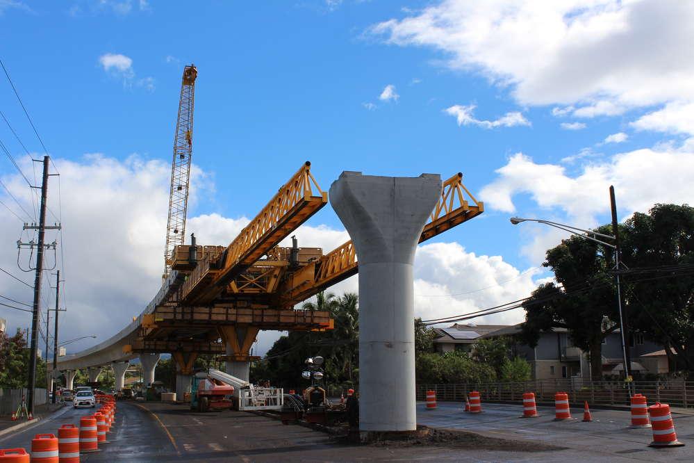Honolulu Transit photo. Guideway construction continues west in Waipahu.