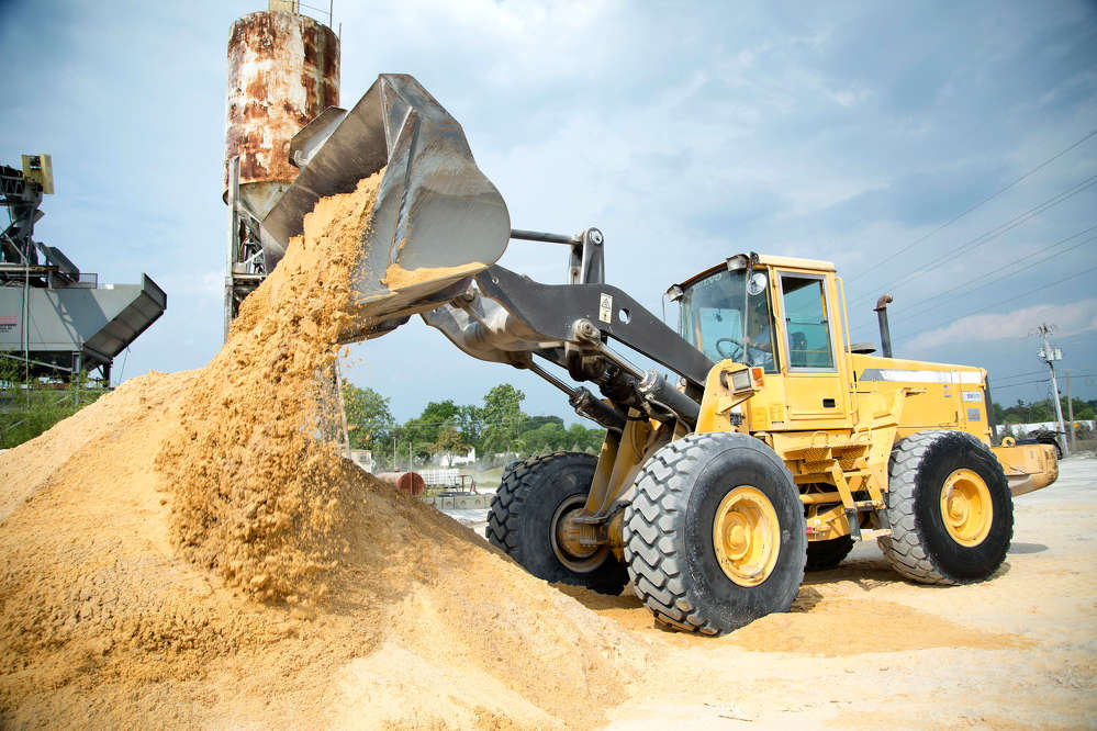 Combining powerful breakout and lifting forces with visibility and ease of operation, the