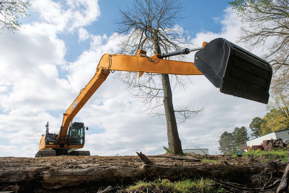 Using improvements to the Spool Stroke Control system, the CX210D LR and CX250D LR excavators re-use hydraulic fluid whenever possible to automatically increase cycle times and efficiency.