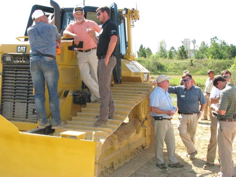 Contractors and staff members talk about the advantages of the Cat GRADE technology built into the Cat D6N dozers.