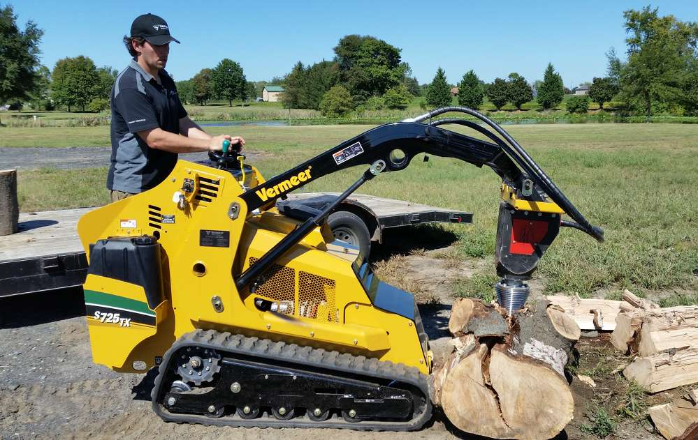 Eric Ransome demonstrates the Black Splitter mounted on a Vermeer S725TX Mini Skid Steer at a recent on-site demonstration.