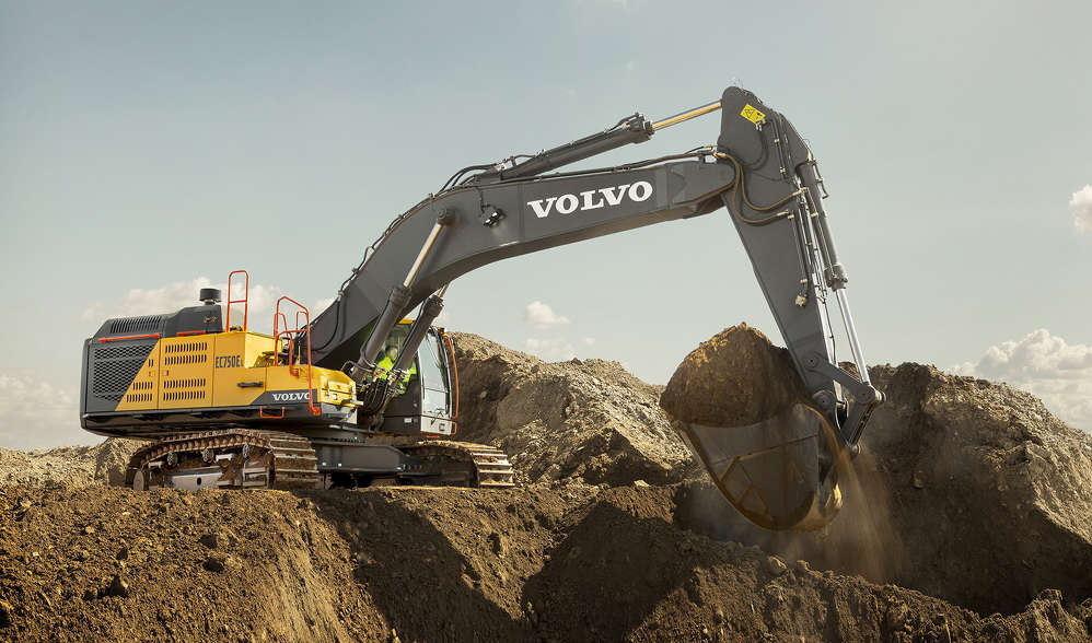 The EC750E was designed to deliver heavy lifting power and high productivity without sacrificing the benefits for which Volvo is known.