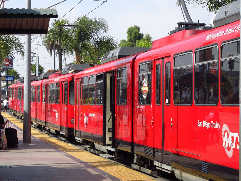 The U.S. Department of Transportation's Federal Transit Administration (FTA) announced a $1.04 billion federal grant agreement with the San Diego Association of Governments (SANDAG) to extend existing Blue Line Trolley service from downtown San Diego to the growing University City area.