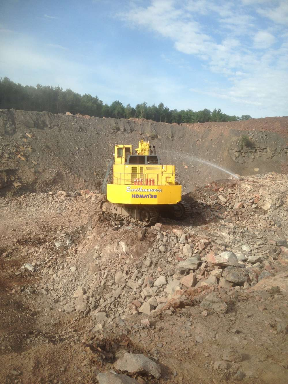 Earthmovers Unlimited Inc. photo. Earthmovers has the responsibility of moving well over 200,000 bank cu. yds. (152,910 cu m) per month for the duration of the approximate three-year project.