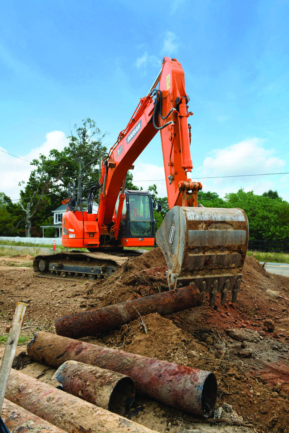 Branch Highways Doosan crawler excavator handles a variety of jobs, including digging, loading trucks, moving materials and land clearing.