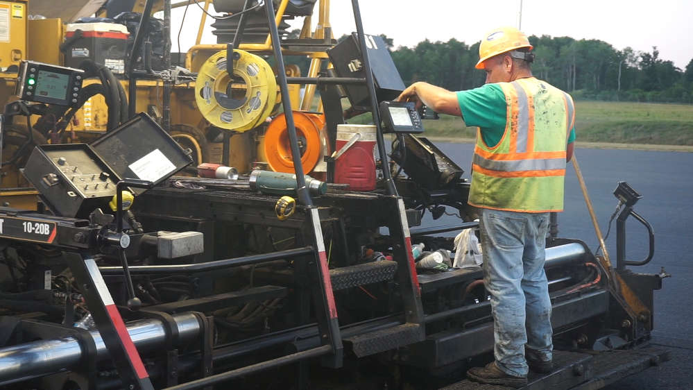 A Trimble CB440 control box was located on each side of the paver.